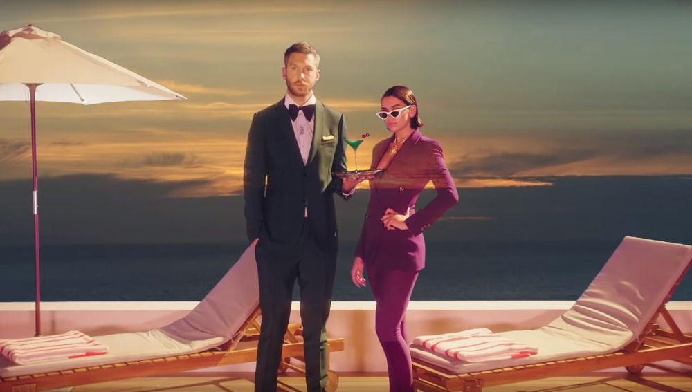 Calvin Harris y Dua Lipa en el vídeo de 'One Kiss'