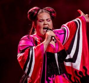 Netta, durante su actuación en la semifinal de Eurovisión