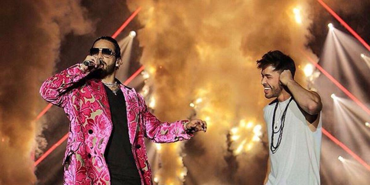 Maluma y Prince Royce durante su actuación en Los Ángeles
