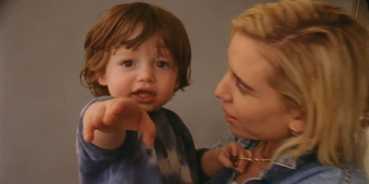 Lykke Li con su hijo Dion en el vídeo de 'Utopia'