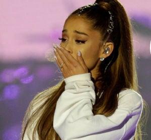 Ariana Grande se tatúa en honor a las víctimas de Manchester