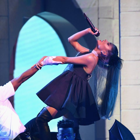 Ariana Grande durante su actuación en los Premios Billboard