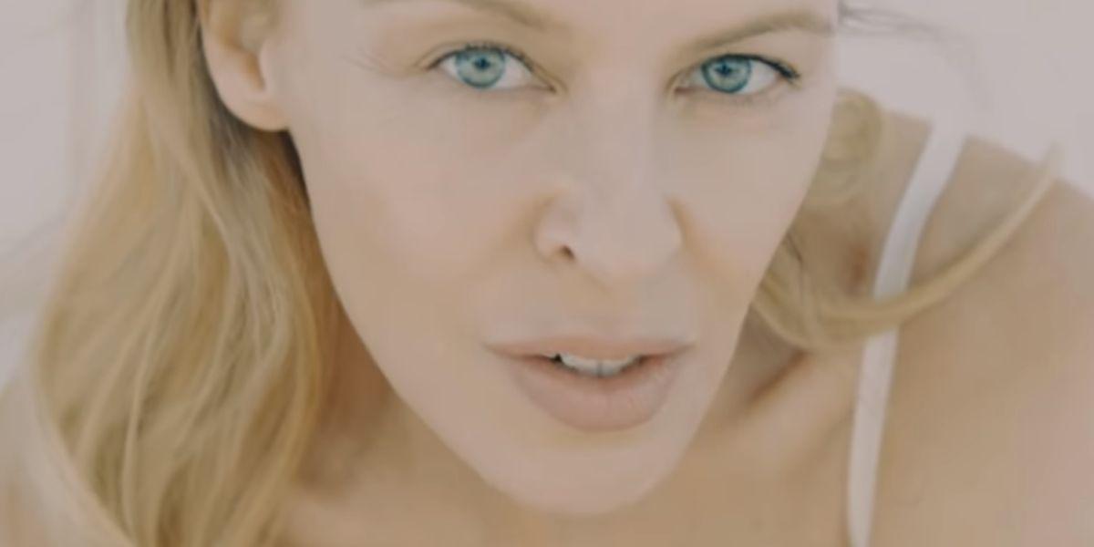Kylie Minogue, sin maquillaje, en el vídeo de 'Golden'
