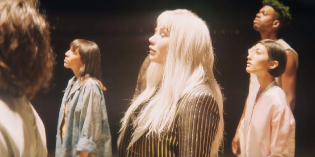 Kesha en el videoclip de 'Hymn'