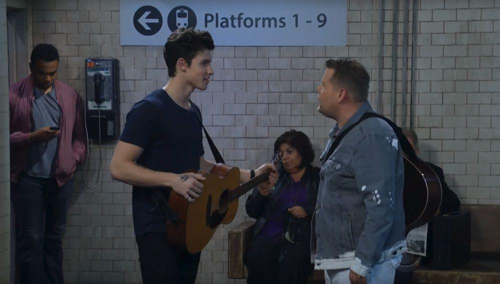 """Shawn Mendes VS James Corden en una batalla """"callejera"""" de covers"""