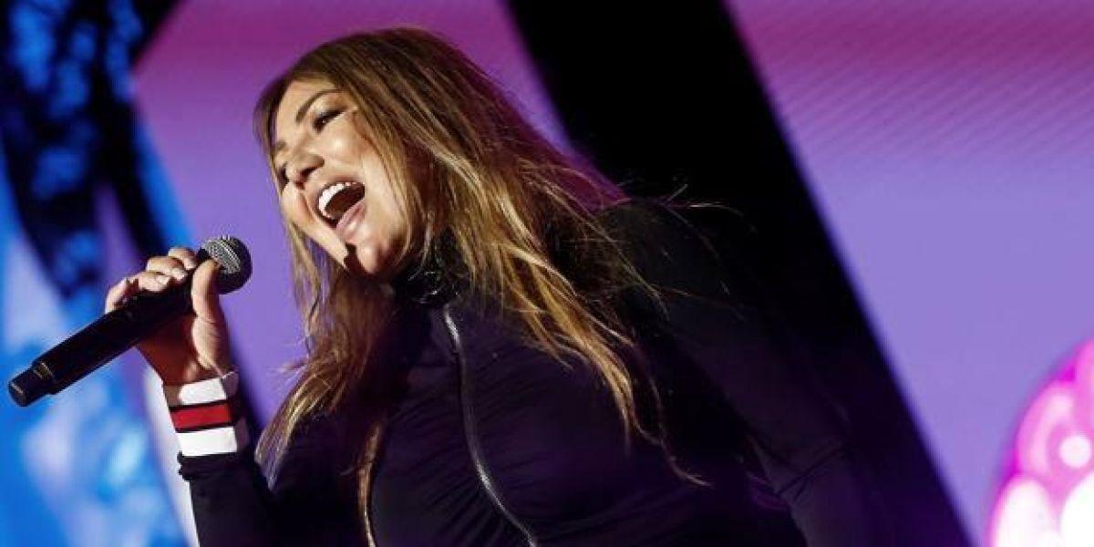 Amaia Montero durante su concierto en Piélagos, Cantabria