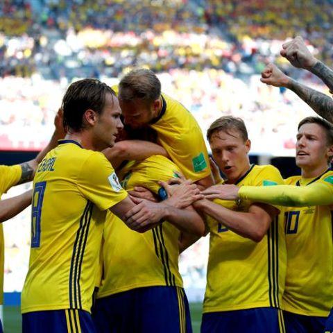 La Selección de Suecia celebra su primer gol en el Mundial