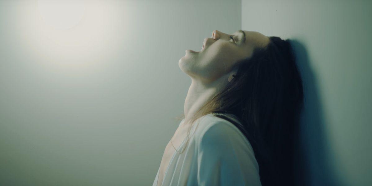 Una imagen del videoclip de 'Ataraxia' de La Casa Azul