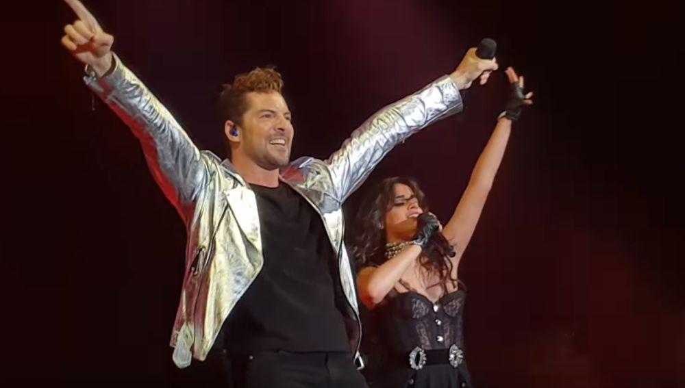 David Bisbal y Camila Cabello actuando en Madrid