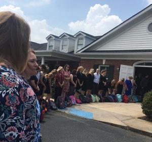 El funeral de la maestra que no quería flores y deseaba mochilas para niños desfavorecidos