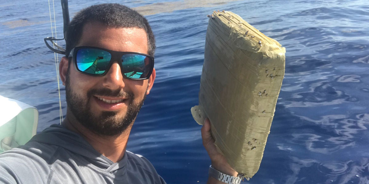 Encuentra un fardo de marihuana pescando en Florida