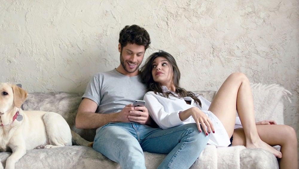 Ana Guerra en el videoclip de 'Ni la hora'