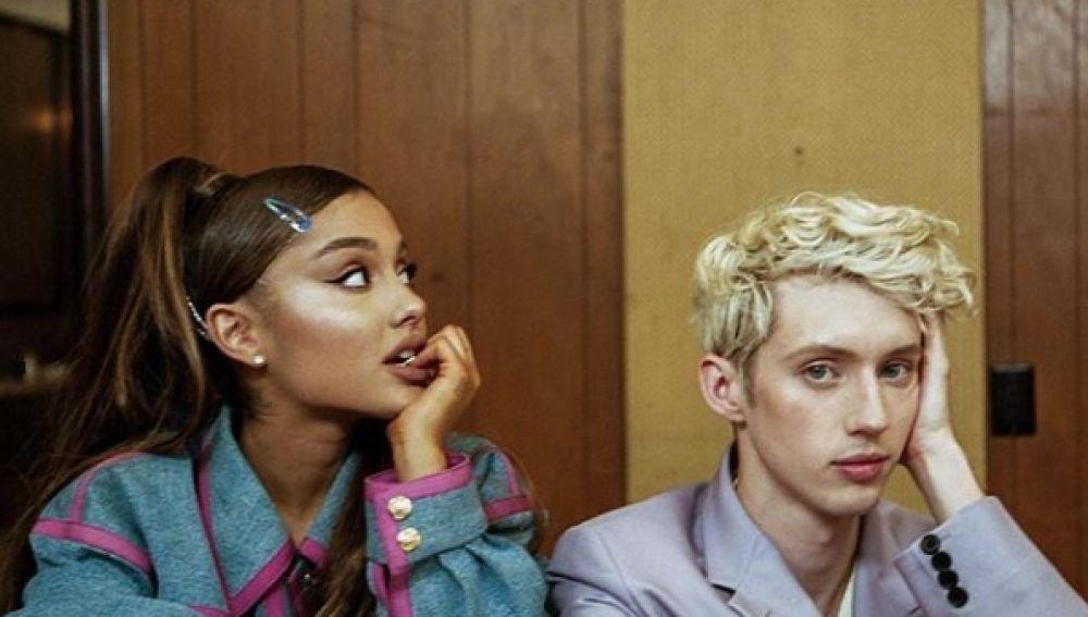 Ariana Grande y Troye Sivan en Dance To This
