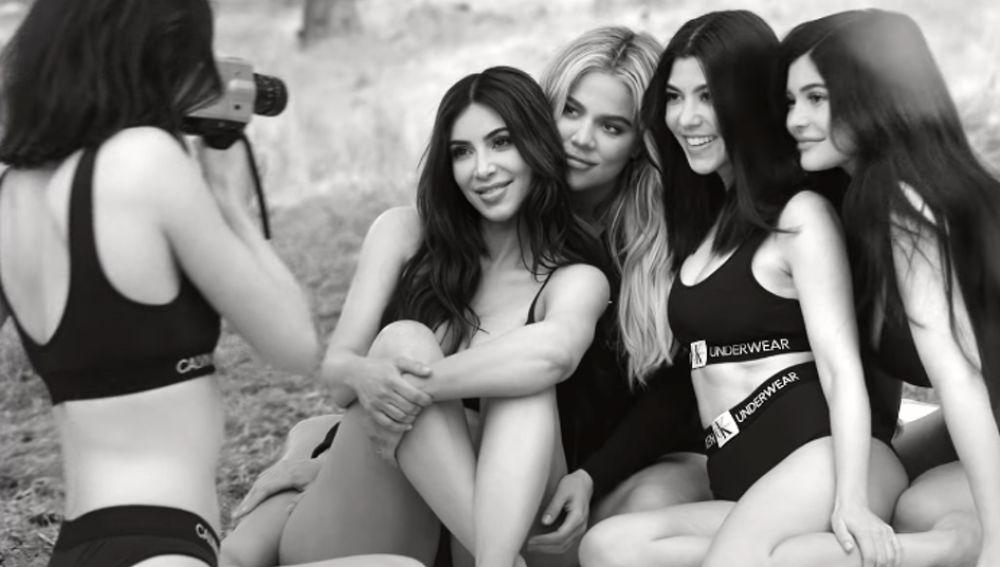 Las hermanas Kardashian en la sesión de fotos de la nueva campaña de Calvin Klein