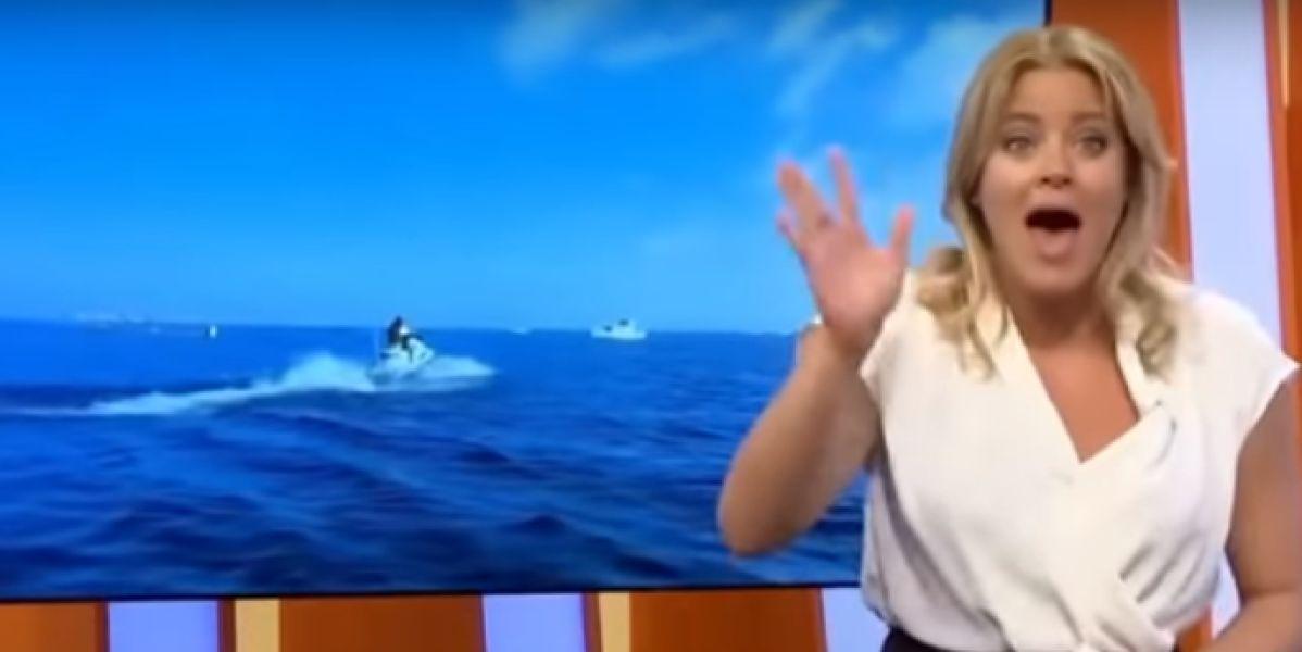 La presentadora cuando ve que la reportera cae al agua en directo