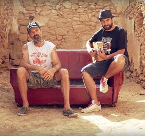Jarabe de Palo y Jah Chango en el videoclip de 'Sofá de Cuero'