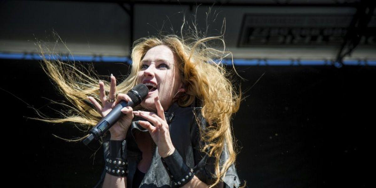 Se suicida a los 43 años Jill Janus, líder de la banda de heavy metal 'Huntress'