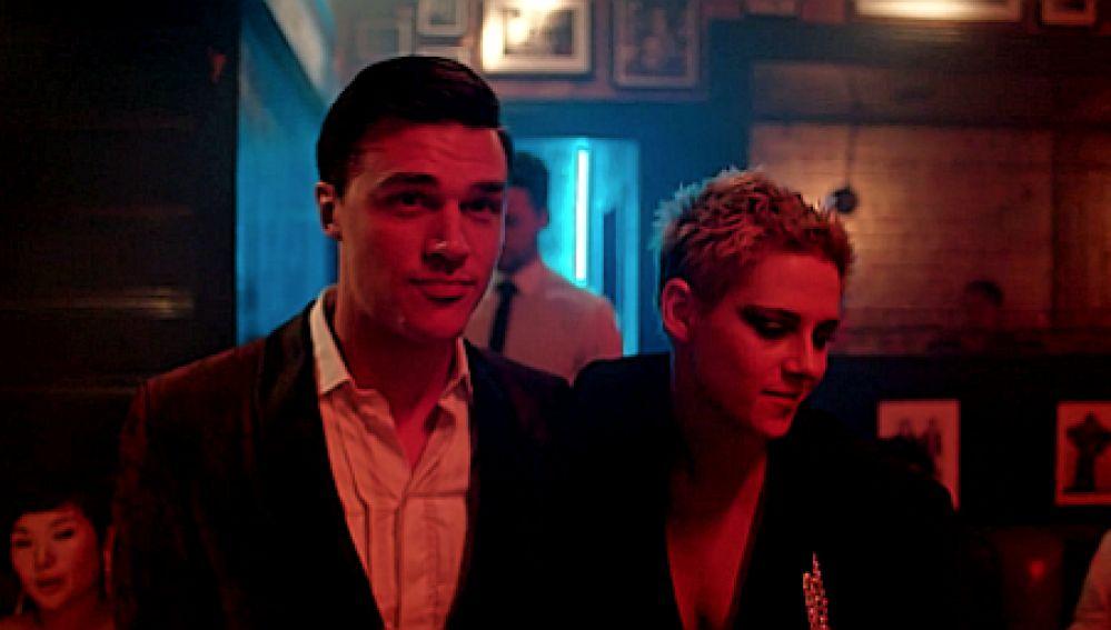 Finn Wittrock y Kristen Stewart en 'If You Really Loving Nothing' de Interpol