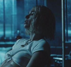 Dua Lipa en el vídeo de 'Electricity'
