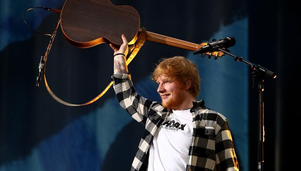 Ed Sheeran durante un concierto