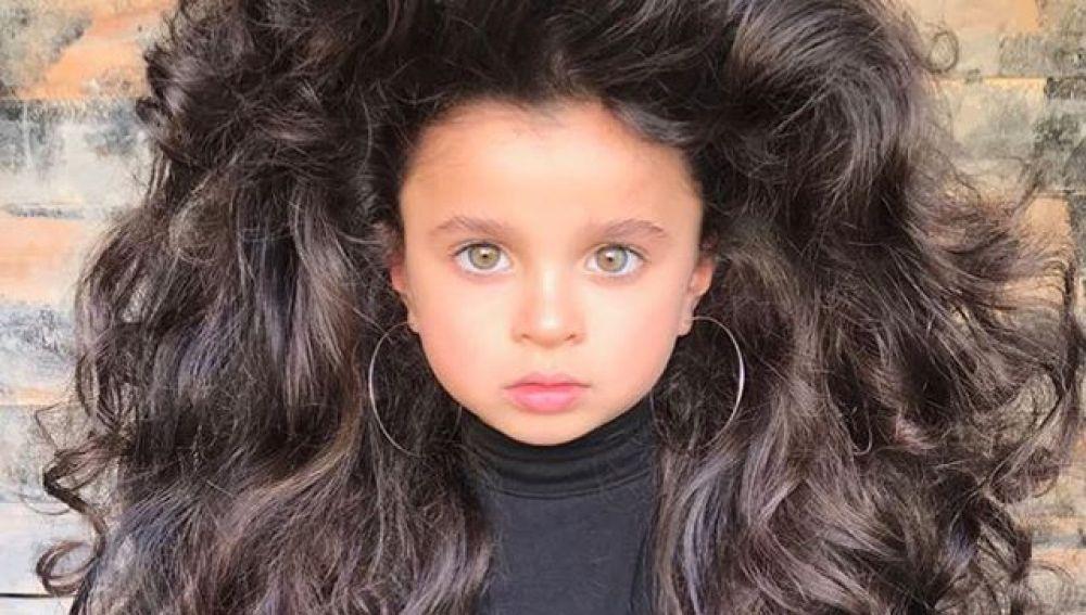 Mia Aflalo, la niña de 5 años famosa por su melena