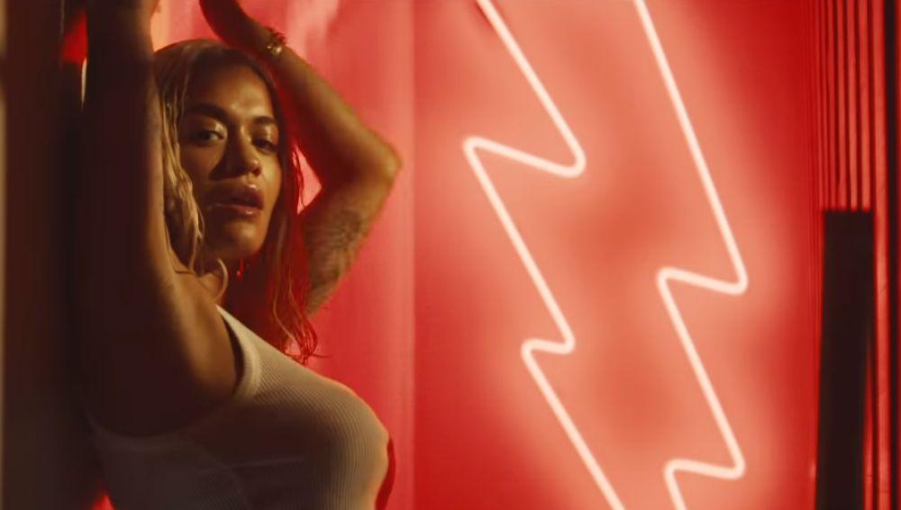 Rita Ora en el videoclip 'Let You Love Me'