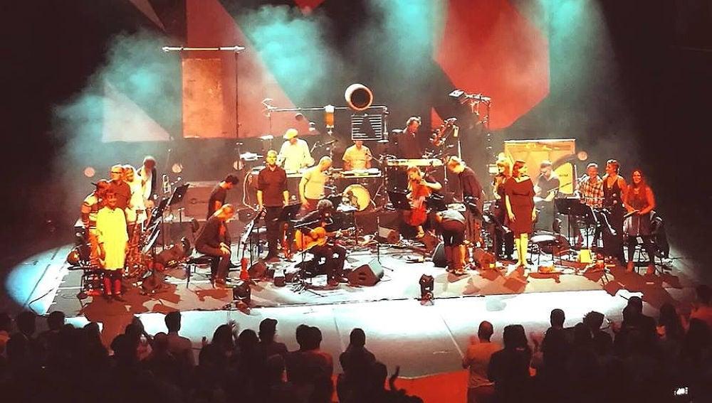 José González junto a The String Theory en el Auditori de Barcelona