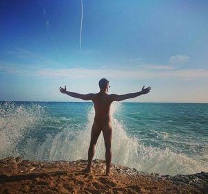 Maxi Iglesias completamente desnudo en Instagram