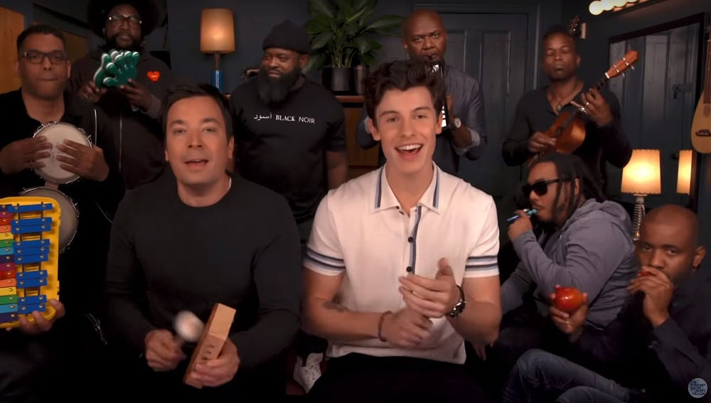 Shawn Mendes interpreta 'Treat your better' con Jimmy Fallon