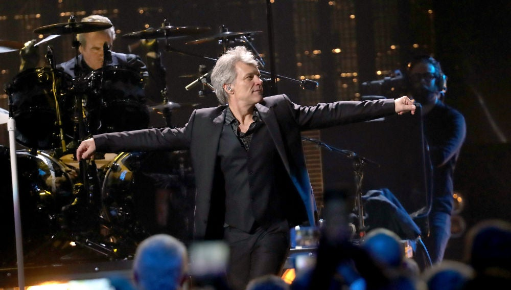 Bon Jovi durante su actuación en el Rock & Roll Hall of Fame