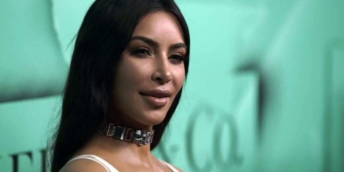Kim Kardashian acapara todos los flashes en la gala del 'Libro Azul'