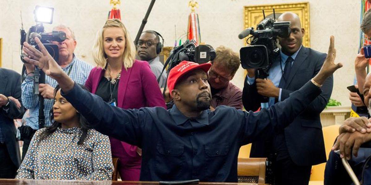 El rapero estadounidense Kanye West en el Despacho Oval de la Casa Blanca