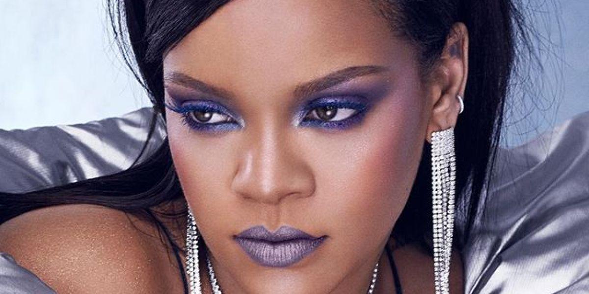 Rihanna promocionando sus nuevos productos de maquillaje