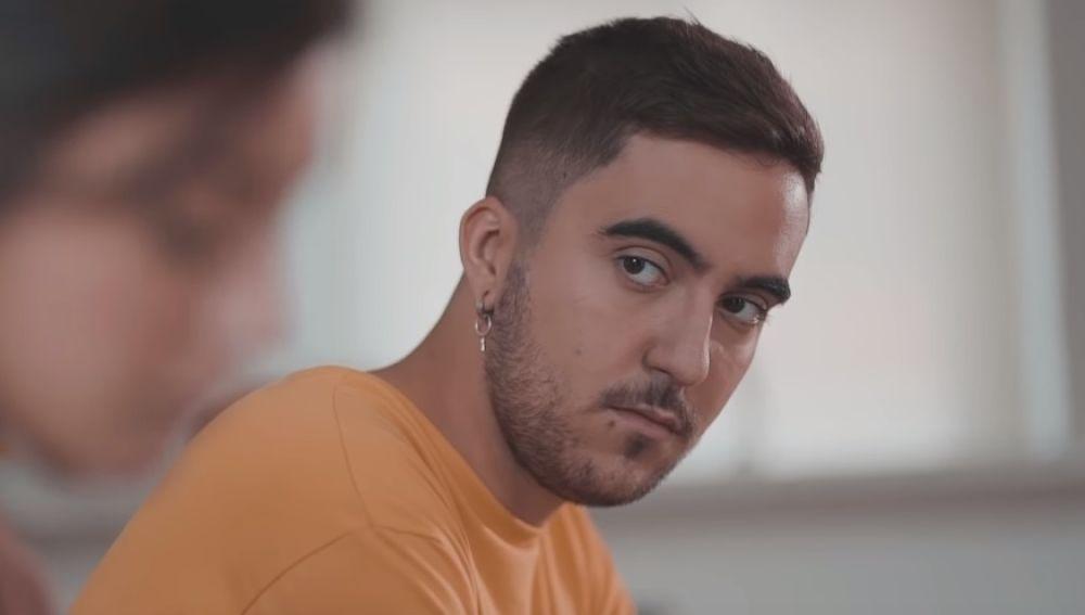 Beret en el videoclip de 'Te echo de menos'