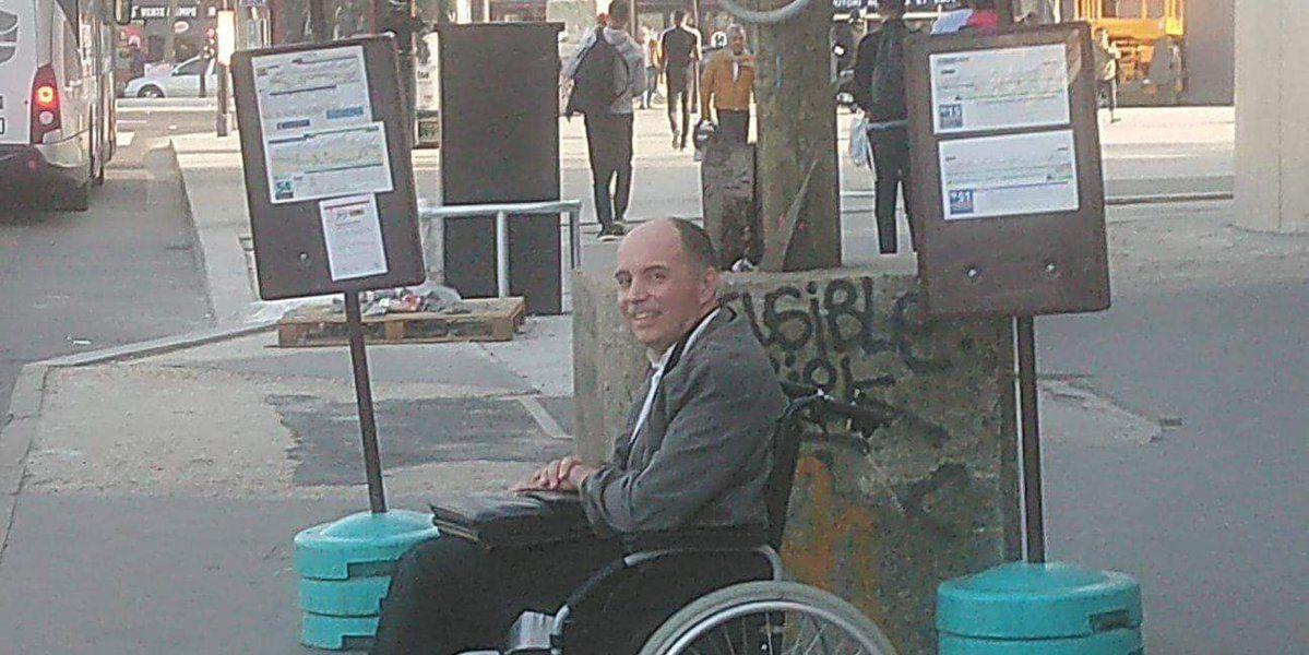 El hombre al que nadie ayudó a subir a un autobús en París