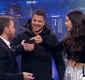 Dani Martín y David Broncano aparecen por sorpresa en El Hormiguero durante la visita de Rosalía