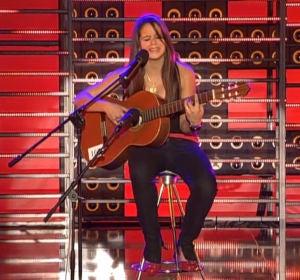 Rosalía cantando con 15 años