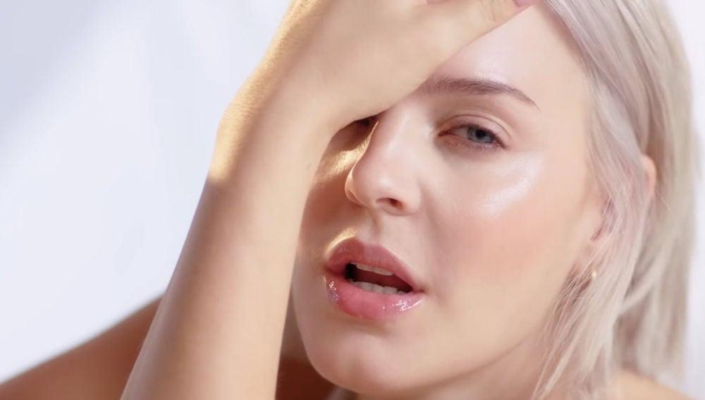 Anne-Marie en el videoclip de 'Perfect To Me'