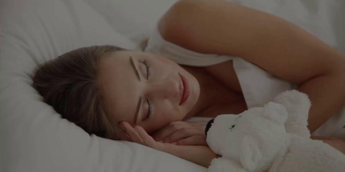 Dormir sólo seis horas aumenta el riesgo de deshidratación y padecer 'resaca' al día siguiente