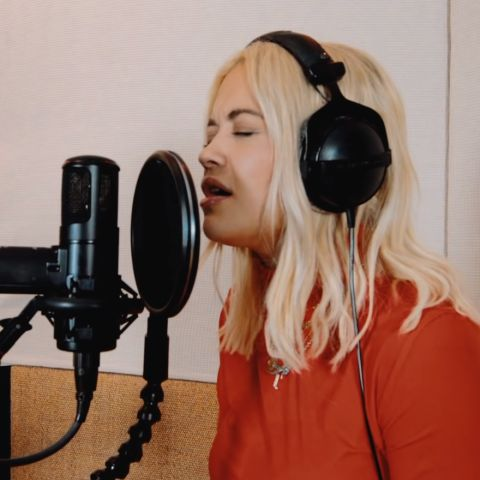 Rita Ora cantando en acústico 'Let You Love Me'