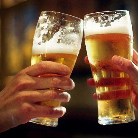 Pues no, resulta que la cerveza no hincha.