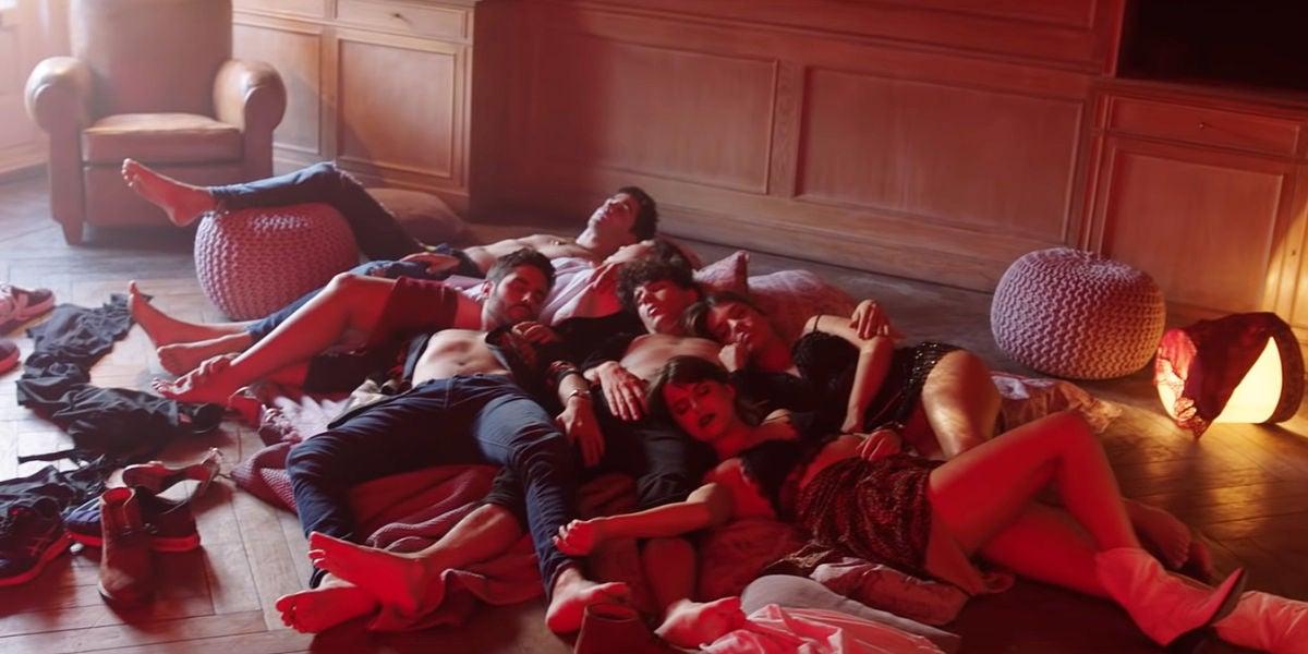 Dulceida y Los Javis protagonizan el videoclip de 'Bajito' de Ana Guerra