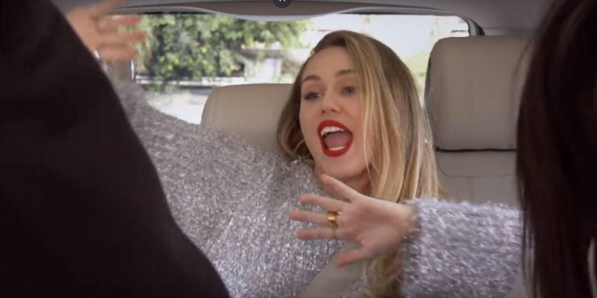 Miley Cyrus en el Carpool Karaoke con Hailey Baldwin y Kendall Jenner