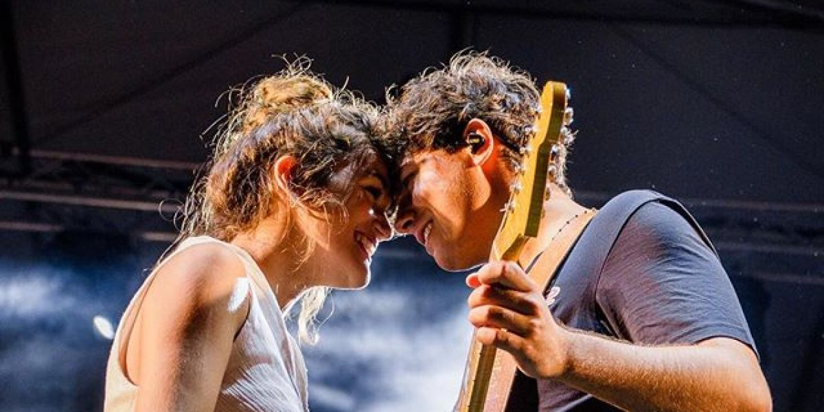 Amaia Romero y Alfred García durante su actuación en El Prat de Llobregat (Barcelona)