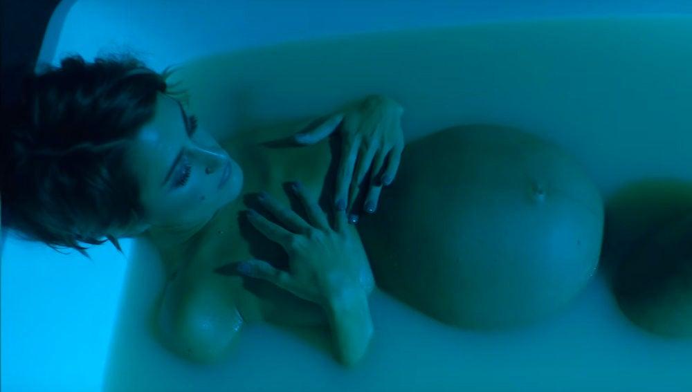 Barei embarazada en el videoclip de 'Bitter Cold'