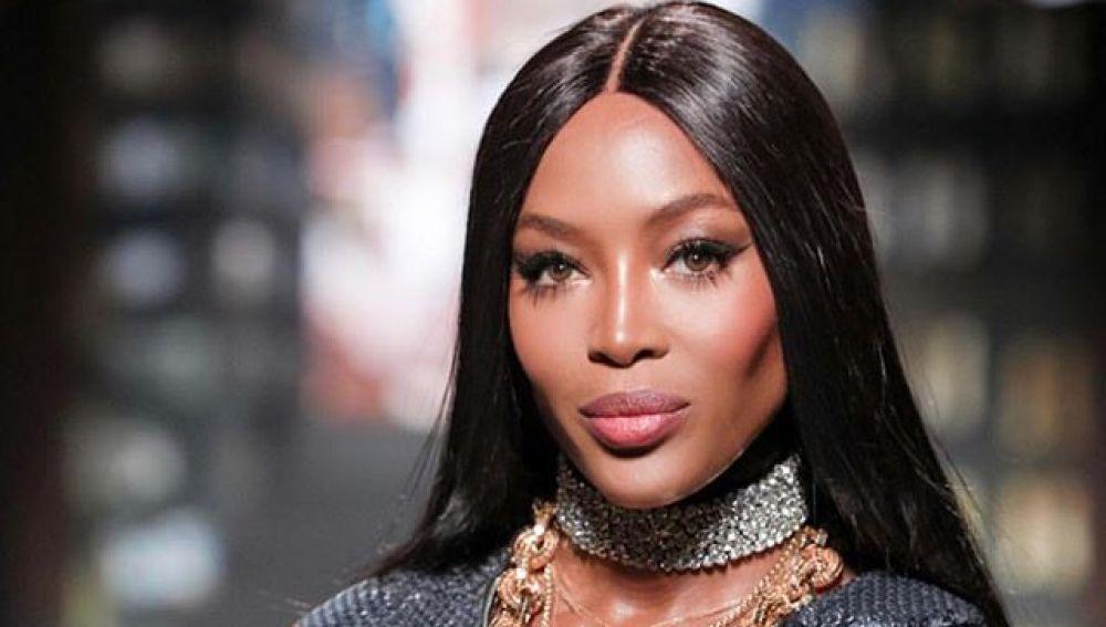 Naomi Campbell con un diseño de Moschino para H&M