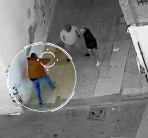 Las cortinas de una casa frenan una bala y salvan la vida de una abuela en La Palmilla