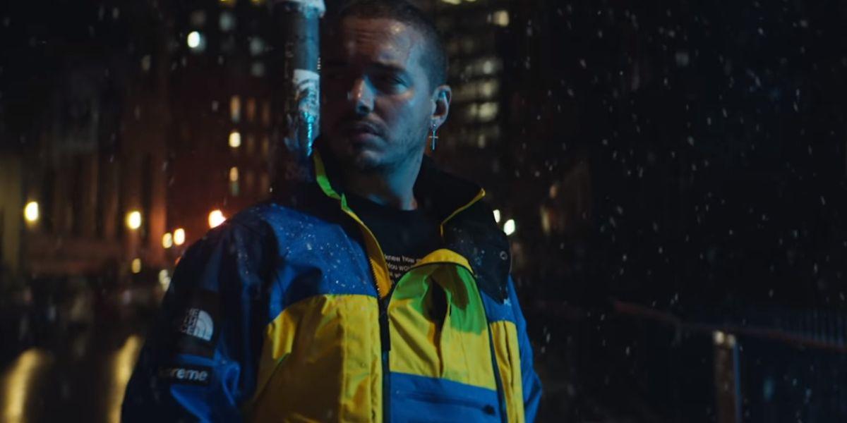 J Balvin en el videoclip de 'Bajo Cero'