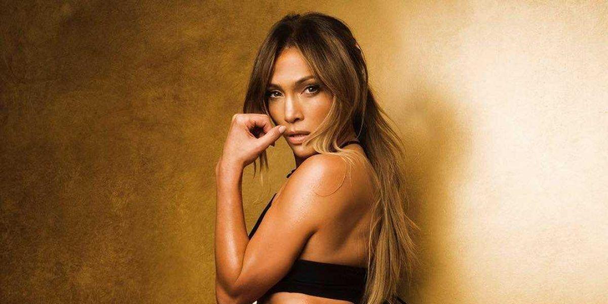 Jennifer Lopez con ropa deportiva