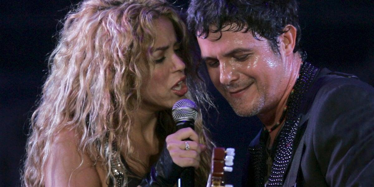 Shakira y Alejandro Sanz durante una actuación